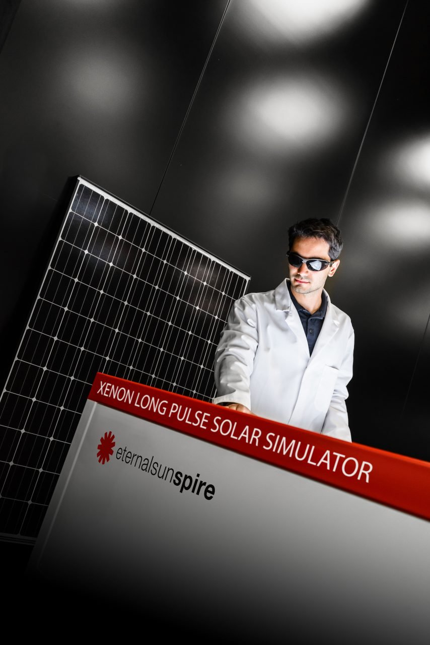 testing a pv module on a flash solar simualator